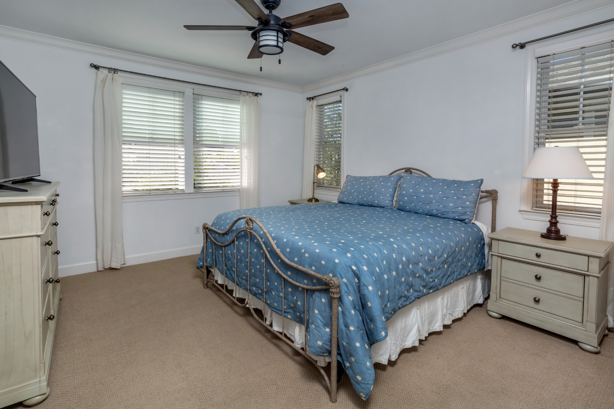 The largest bedroom upstairs is ensuite and has a view of the western hills